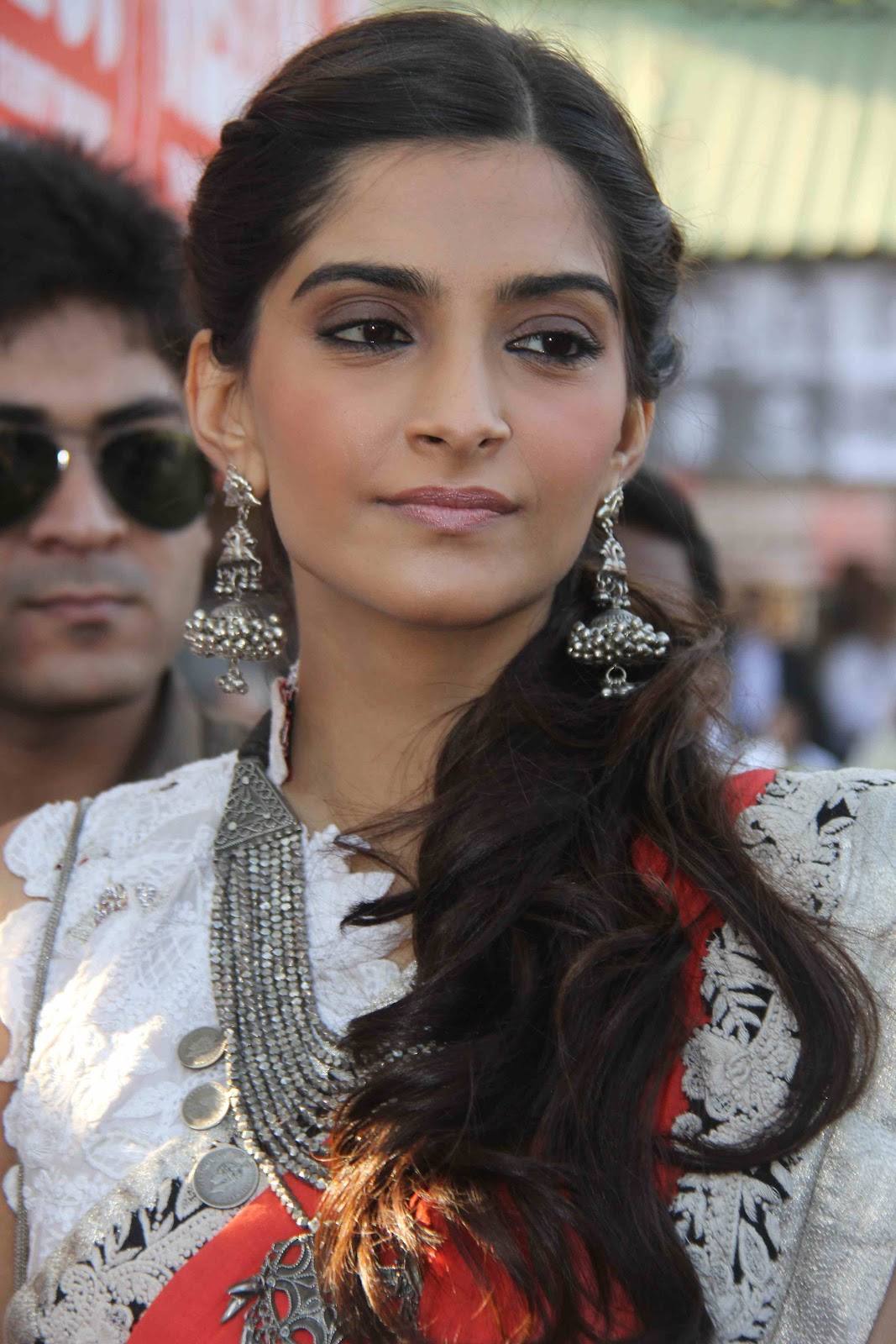 Sonam Kapoor Hot Saree Stills  Telugu Mp3 Songs-9714
