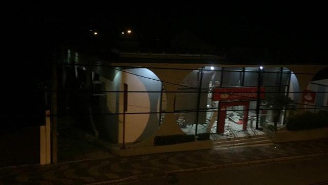 Bandidos explodem agência do Santander em Conchal, SP