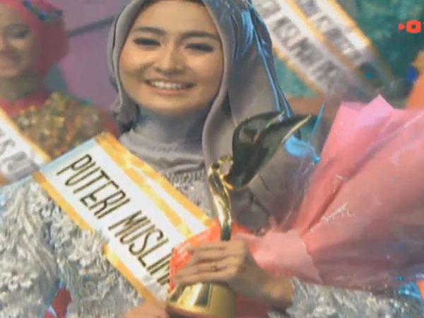 Siti Ashari Pemenang Juara Puteri Muslimah Indonesia 2016 ...
