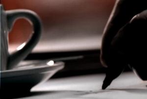 écrire dans un café écrivain carnet crayon tasse