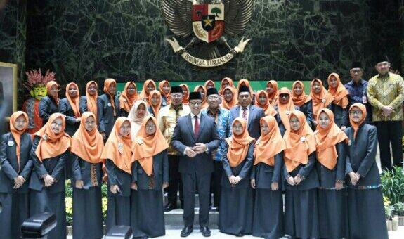 Anies Lepas Kafilah MTQ DKI Jakarta ke Medan
