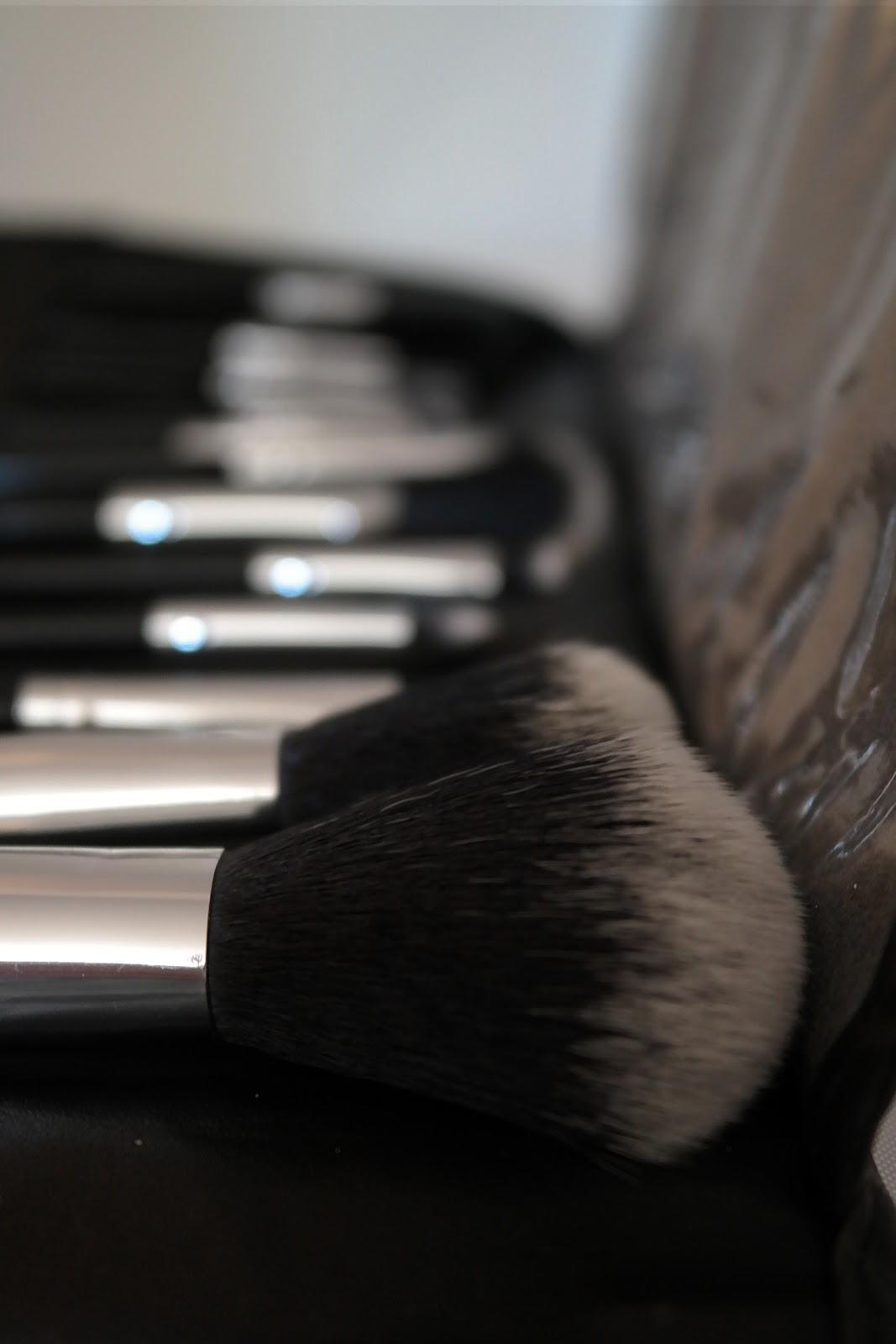 Bh Cosmetics 12 Teiliges Pinsel Set Classic Test Und Liebe