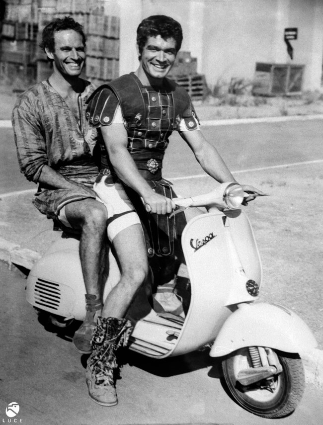 60 Iconic Behind-The-Scenes Pictures Of Actors That Underline The Difference Between Movies And Reality - Ben-Hur swaps out his horse chariot for a Vespa.