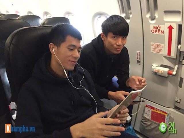 Trực tiếp U23 Việt Nam về nước ngày 28/1: Ảnh mới nhất trên chuyên cơ bay về Nội Bài 3