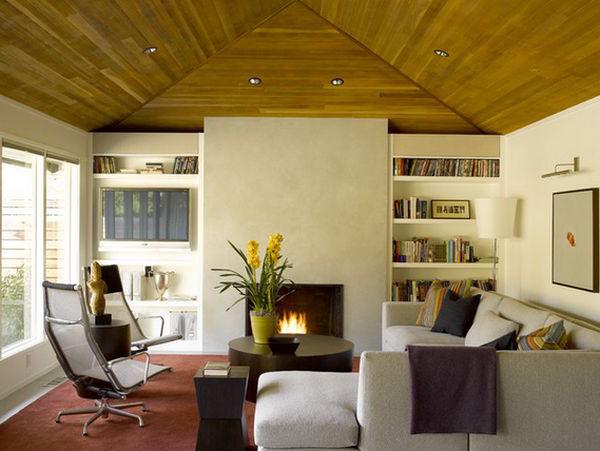 şömineli çatı katı oturma odası dekorasyonu