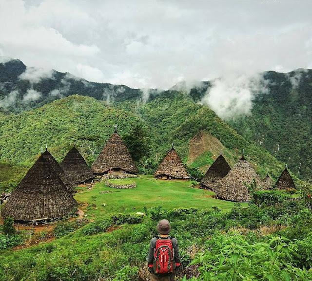 foto pemandangan keren di desa wae rebo flores