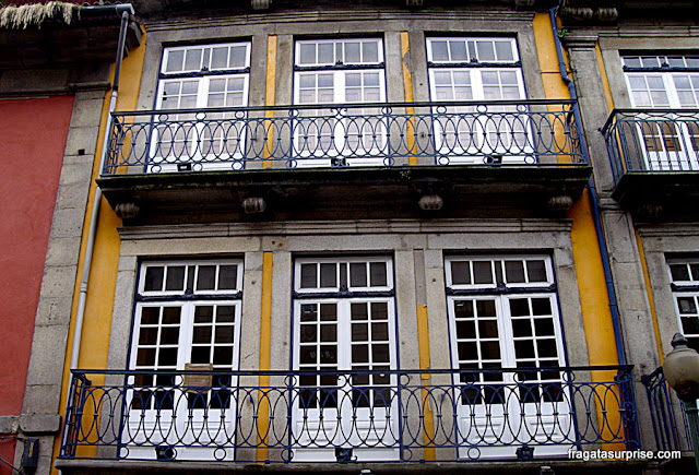 Fachada no Centro Histórico do Porto, Portugal