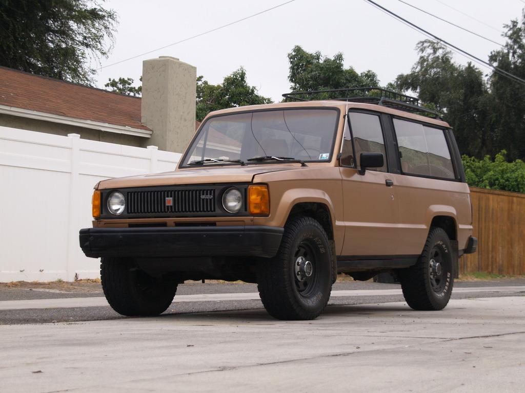 1986 Isuzu Trooper DLX Turbo Diesel 4x4 2-Door Manual