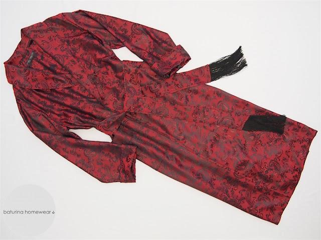 Englischer Herren Morgenmantel mit Schalkragen aus eleganter leichter Paisley Seide in Rot und Schwarz.