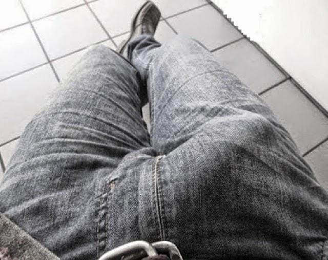 Член в джинсах моего парня — pic 12