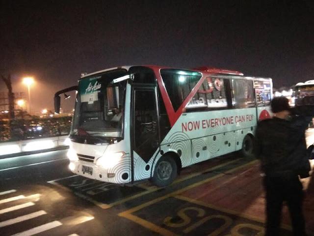 Shuttle Bus Airasia Membawa Penumpang Ke Hotel enrymazni.com