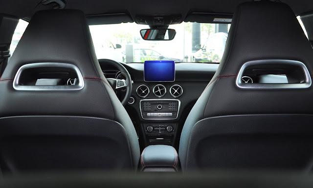 Màn hình LCD Mercedes A250 2017 kiểu máy tính bảng mang cảm giác hiện đại