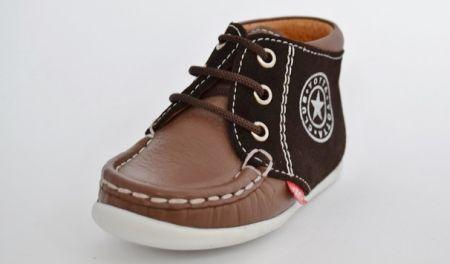 71656fa6d76 Modieus en helemaal van deze tijd. Yotta is een merk kinderschoenen dat de  schoentjes voor baby's en peuters helemaal aanpast aan de laatste mode  trends.