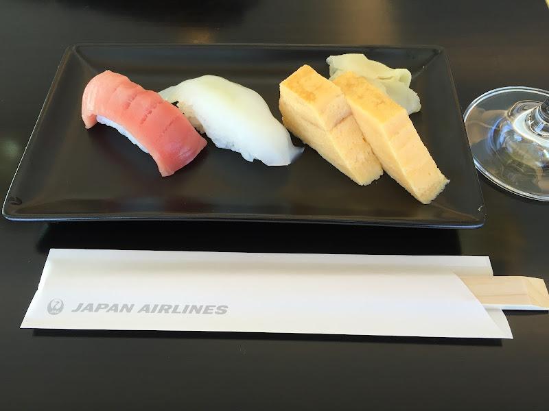 成田空港・ファーストクラスラウンジの寿司変遷 | JALラウンジ