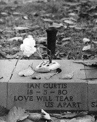 Memorial to Ian Curtis
