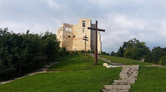 widok z dziedzińca przy klasztorze