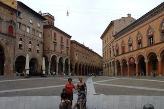Bolonia, Piazza di Santo Stefano.