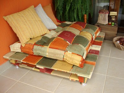 INDOOR OUTDOOR PALLET SOFA BED DIY  constructions pallets, sofa with pallets, furniture pallets, recycling, reuse, terrace, economically furniture, diy, do it yourself pallet, Euro pallet, pillows, old door, boho style