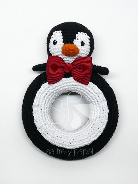sonajero pingüino amigurumi