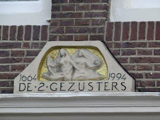 תבליט על בניין באמסטרדם