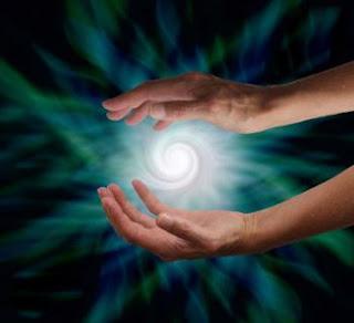 كيف تستخرج الطاقة من يديك؟
