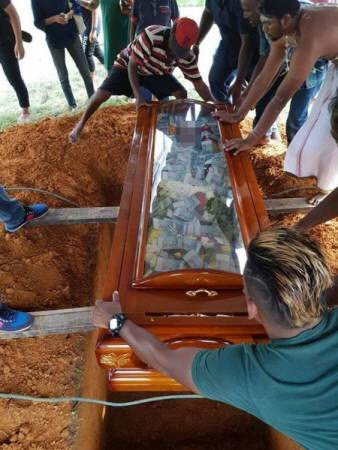 2 - Love Or Craziness? Man Buries His Father With N2.8m In Cash, Filled Inside His Glass Coffin (Photos)