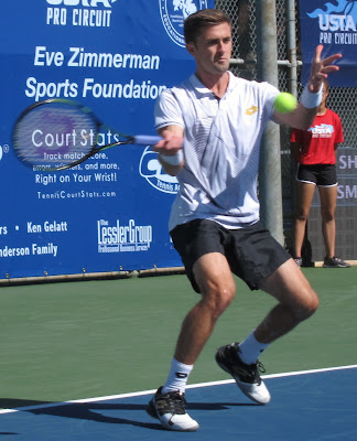 No. 3 seed Smyczek beats Canadian phenom in Fairfield
