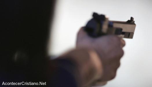 Ladrón roba con pistola