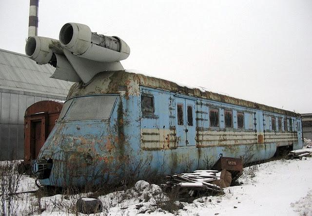Penampakan Kereta Api Jet Peninggalan Uni Soviet