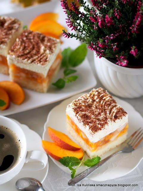 kostka brzoskwiniowo jablkowa, jablkowo brzoskwiniowa pokusa, biszkopt genuenski, biszkopt z owocami i bita śmietana, ciasto na niedziele, smaczna pyza