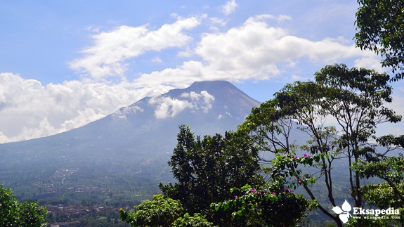 Gunung Merapi Dari Ketep Pass