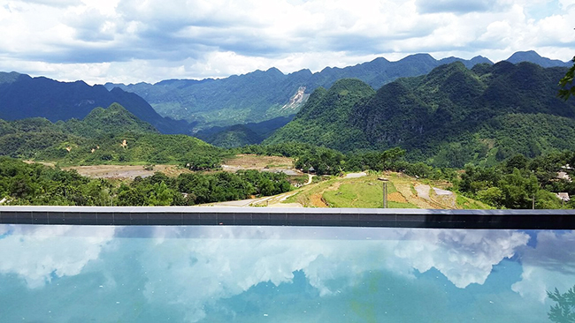 puluong retreat swimming pool in nature