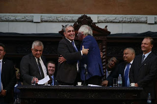 http://www.vnoticia.com.br/noticia/3442-andre-ceciliano-e-eleito-presidente-da-alerj