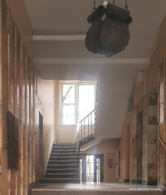 Śródmieście Warszawa Warsaw Aleksander Więckowski art deco kamienica architektura lata 30. klatka schodowa schody marmur klatka schodowa lampa marmur