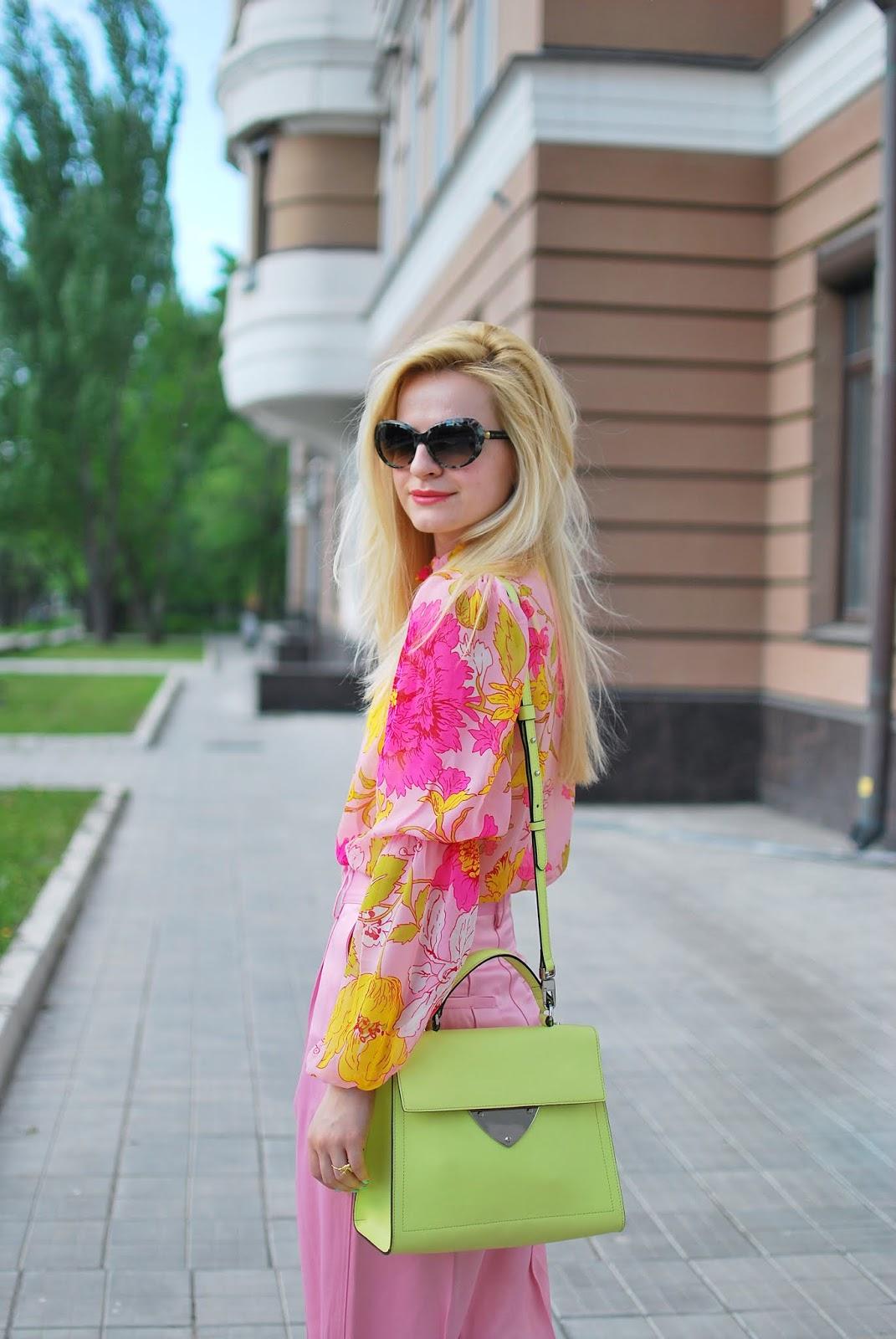 как носить сочетание розового и зеленого