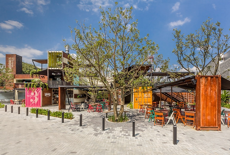 14-Shipping-Container-Architecture-6-Restaurants-in-the-Contenedores-Food-Place-www-designstack-co