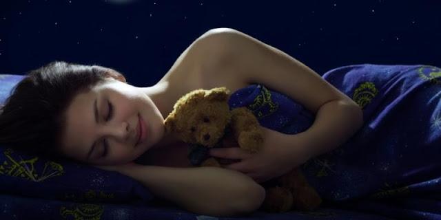 6 Manfaat Tidur Tanpa Busana
