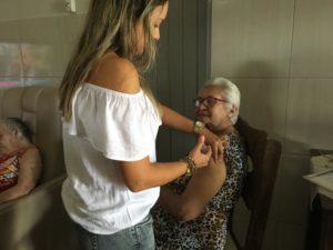 Abertura da vacinação contra a gripe acontece na Associação Abrigo São Vicente de Paulo