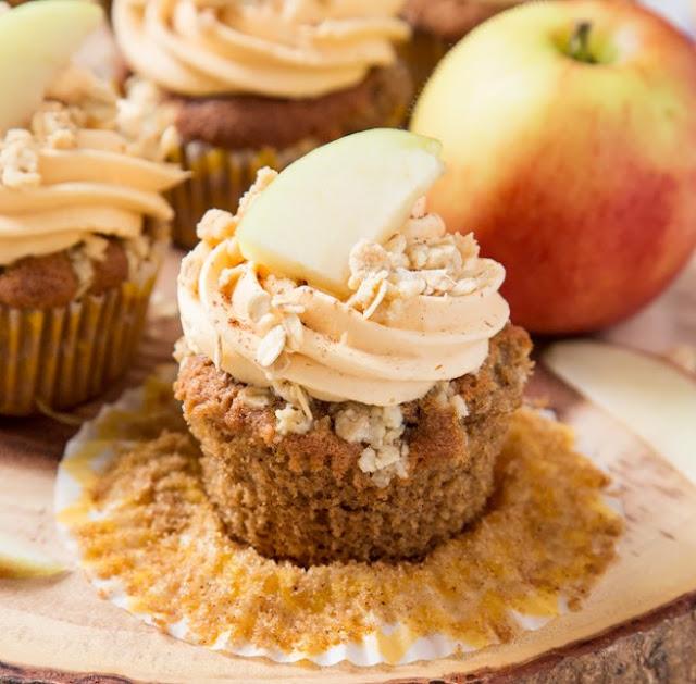 Apple Crumble Cupcakes #dessert #apple