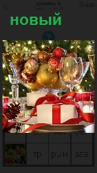 наступает новый год с подарками и фруктами, елкой с игрушками