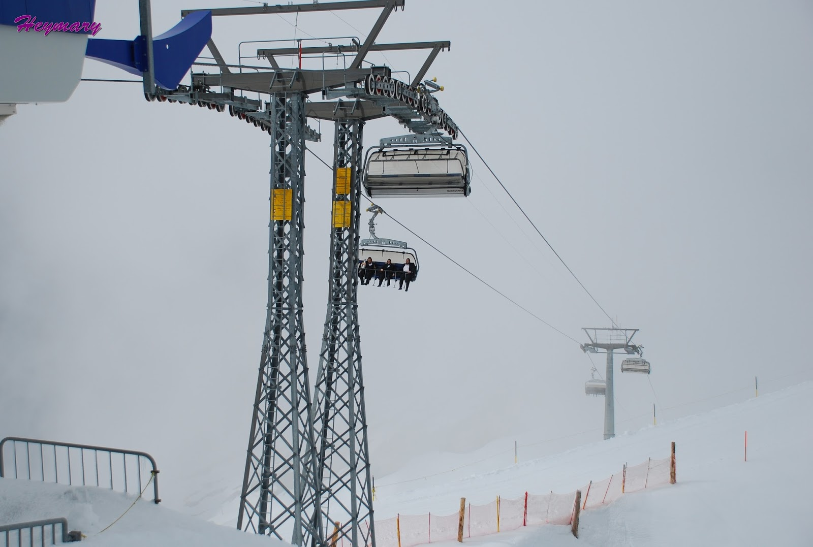 鐵力士山海拔3238米終年不融的冰川