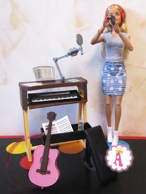 Все аксессуары из набора Барби музыкант и студия звукозаписи