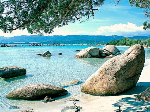 Praia Santa Giulia na França