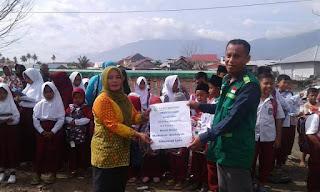 """Distribusi Paket """"School Kit"""" untuk Anak Sekolah Korban Gempa Sulteng"""