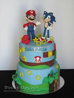 Bolo de aniversário com o Mário e o Sonic