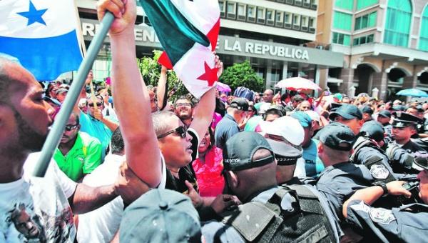 Gobierno panameño aumenta salario a maestros y el paro continúa