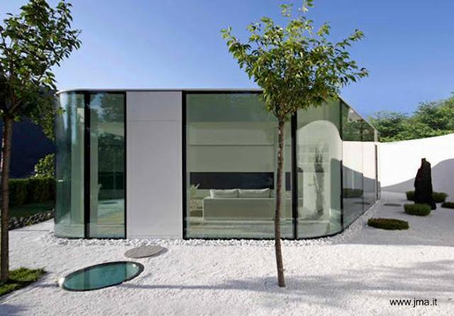 Casa moderna contemporánea de vidrio en Suiza