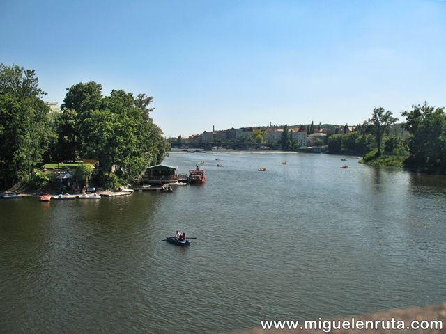 Puente-Carlos-vistas-Río-Moldava