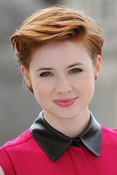 Karen Gillan wants to try on a superhero costume