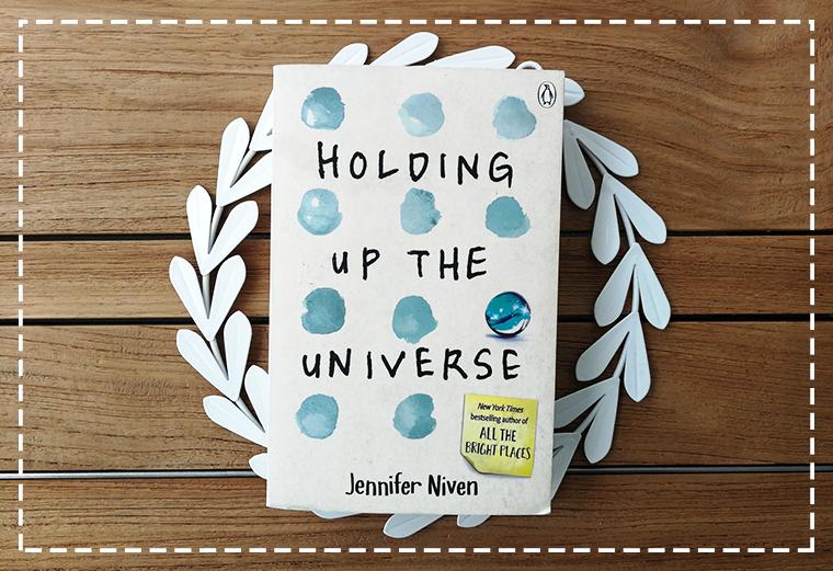 HOLDING UP THE UNIVERSE || EGYMaS SZEMeBEN KoNYVKLUB